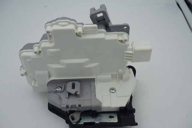 3C4 839 016A  3C4839016A rear right CENTRAL DOOR LOCK LATCH ACTUATOR  FOR VW PASSAT B6 SKODA SUPERB A4 A5 Q5 Q7 TT