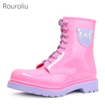 цена на Rouroliu Women PVC Lace-up Ankle Rain Boots Candy Colors Cartoon Rainboots Waterproof Water Shoes Woman Wellies ZJ68