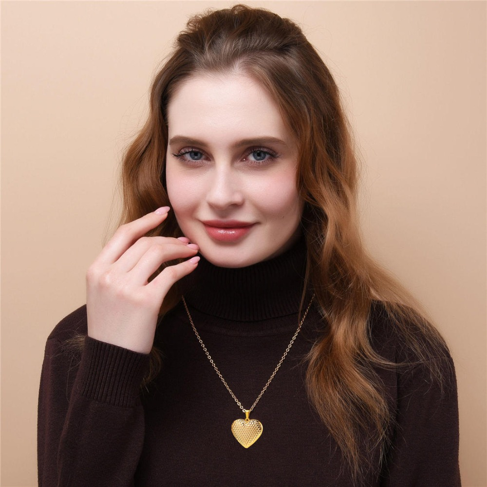 U7 Heart Necklace Pendant Gold Photo Locket Frame Memory Jewelry Romantic Love Necklace for Women Girls Christmas Gift
