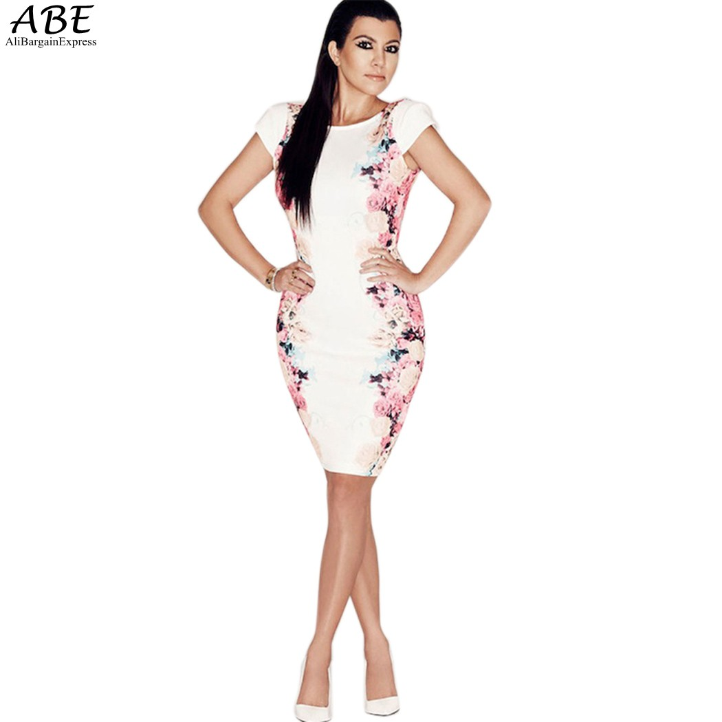 The Woman Is Wearing with O Figure Floral Pattern