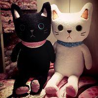 קנדיס גואו! צעצוע קטיפה חמוד קריקטורה מייאו חתול צעיף זוג שחור לבן קיטי ממולא בובת מאהב ולנטיין מתנת יום הולדת 85 ס