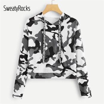SweatyRocks письмо клейкие ленты Camo Print Crop толстовка с капюшоном для женщин с длинным рукавом карман спереди толстовки уличная осень повседневно... >> SweatyRocks Official Store
