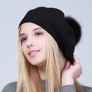 Image 3 - Geebro Women Berets หมวกฤดูหนาวสบายๆถัก Berets ขนสัตว์ธรรมชาติ Raccoon Fur Pompon สุภาพสตรีสีทึบ Beret หมวก GS109