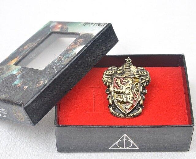 Брошка факультетов в подарочной коробке Гарри поттер 1