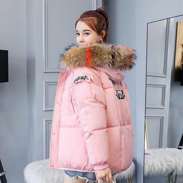 2018 Yeni Kış kadın Pamuk Parkas Kızlar Bayanlar Kalınlaşmış sıcak tutan kaban Şapka ile Renkli Kürk Saç Yaka Palto Dış Giyim Femme