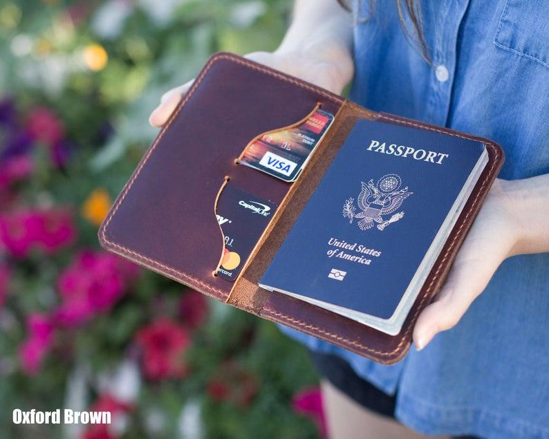 Couverture de passeport en cuir véritable porte-passeport de voyage couverture personnalisée cadeau pour hommes fête des pères cadeau convient jusqu'à 6 cartes