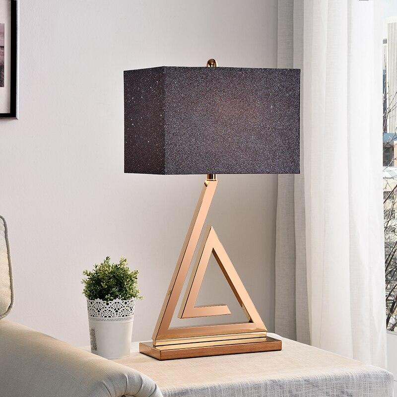 Треугольники золото современный настольная лампа Роскошные Спальня ночники украшения из металла лампа Abajur Led