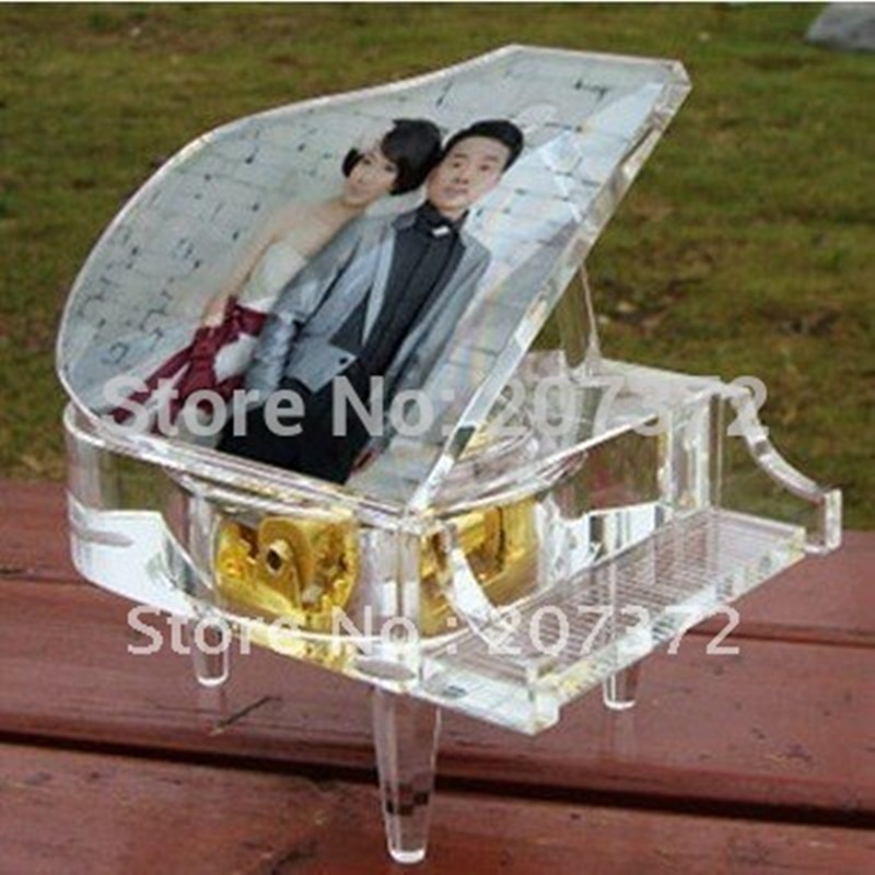 Free shipping Clear Crystal Glass Modern Piano Customize Free Photo Clockwork Type Music Box For Wedding