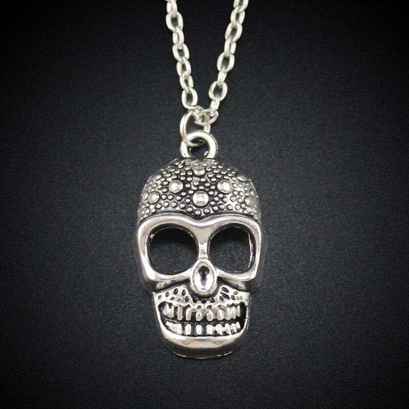 7691697d4fbb 2017 Nuevo de las mujeres de la joyería de la vendimia Tono de plata 1.0 x  0.6 lindo cráneo colgante collar corto DY113 envío libre
