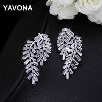 YAVONAที่เรียบง่ายปีกสตรีCubic Z Irconia Stud Earrings Handmadeหรูหราฝ่าย