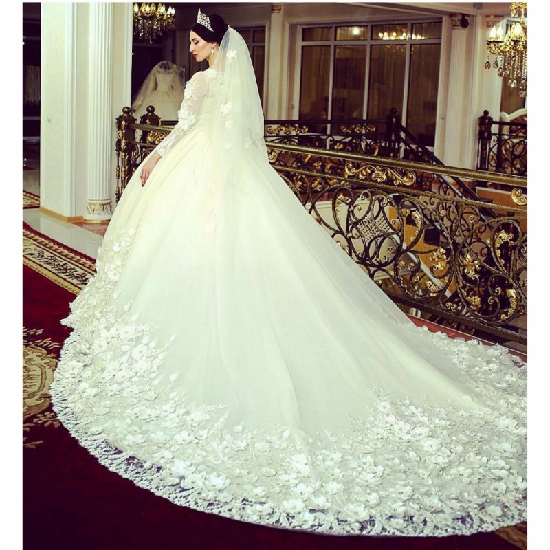 Wedding Dresses With Long Trains And Diamonds