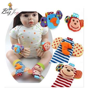 ¡Superventas! 2 unids/set de sonajeros para muñeca, calcetines para pies, juguete para bebé Infantil de 0 a mes, sonajeros de felpa, sonajeros suaves antiestrés para niños