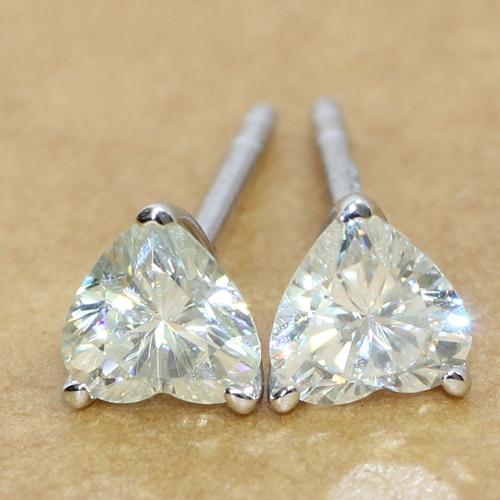 Queen Brilliance Solid 18k 750 White Gold 0 68 Carat Heart Shaped Stud Moissanite Diamond Earrings