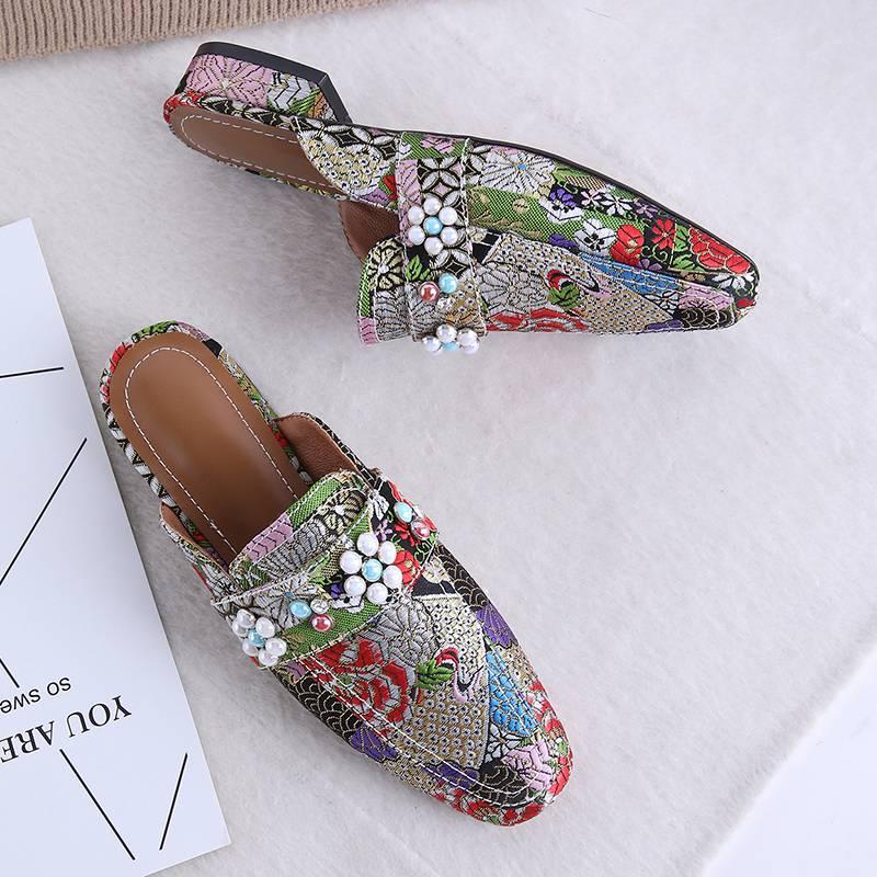 Krazing Topf neue ankunft ethnischen stil stickerei seide material slip auf maultiere große größe maultiere karree hübsche mädchen pumpen l03-in Damenpumps aus Schuhe bei  Gruppe 3