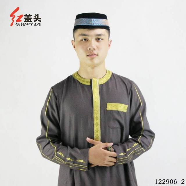 Latest arab thobe Cotton and linen gold thread embroidery t Neck jubah for muslim men, 2 pieces arabic clothing for men
