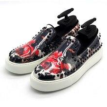 Высококачественные Лоферы для вождения; Мужская обувь из натуральной кожи с принтом и заклепками; обувь для отдыха; Цвет черный, белый; обувь на плоской подошве