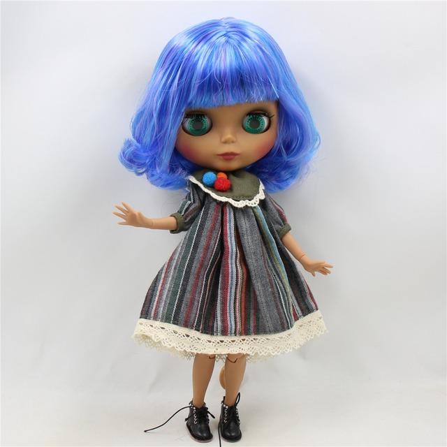 Tijelo spojeno s kratkom plavom ljubičastom kosom tijela ICY Neo Blythe