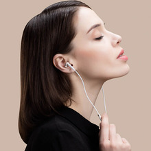 Original Xiaomi Mi IV Hybrid Earphones Wired Control with MIC for xiaomi MI3 MI5 Redmi 3 & other smartphone – Gold