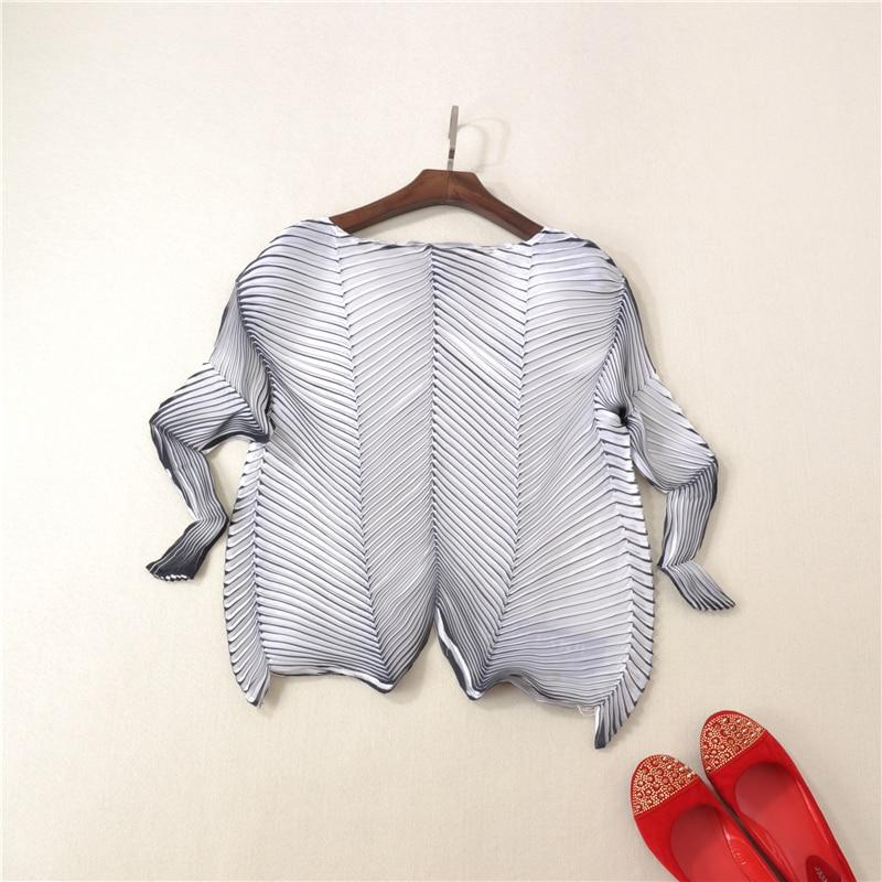 Women High End Off Shoulder T shirt Spring New 2019 Ladies Bi color Diagonal Pleated Tees