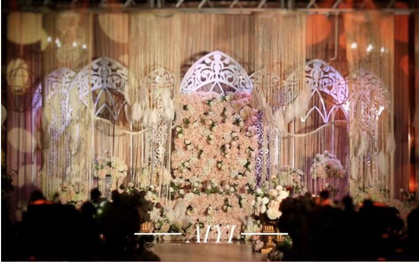 New wedding props. Ferris wheel English screen. Iron five doors. European gothic door stage background furnishings.