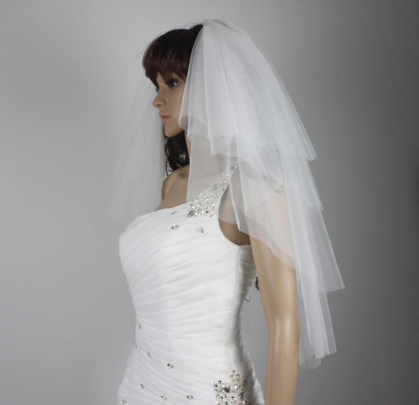 4 Tier Bridal Veil White Beige fingertip Length cut edge veil & Comb
