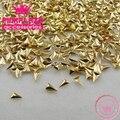 Nova Chegada Correu Beleza Da Arte Do Prego 200 pcs 3*5mm Gold Metal Decoração Triângulo 3D Studs Dicas Diy
