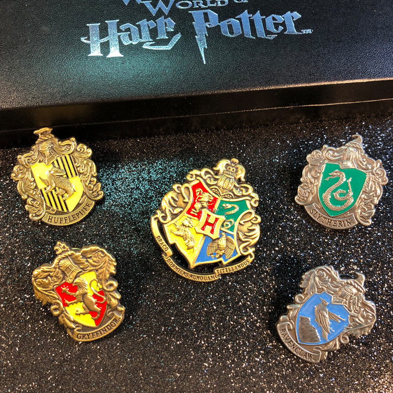 Hogwarts School Badge Pins Brooch Gryffindor Ravenclaw Slytherin Hufflepuff Brooches Collection