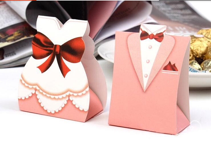Gifts For Guests At Wedding: Bridegroom & Bride Candy Box For Wedding Table Decoration