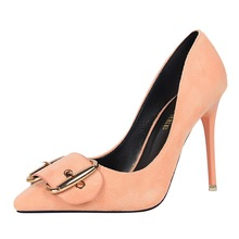 2017 frühling Mode Schuhe Frau Einfarbig Spitz Flach mund High Heel Gürtelschnalle Sexy Elegante Büro Dame Party pumpen