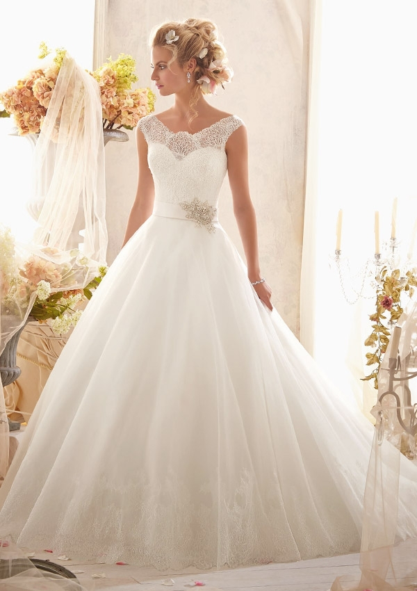 Free Shipping Vestido De Noiva Robe De Mariee 2018 New Arrival Scalloped Lace Bridal Ball Gown Mother Of The Bride Dresses