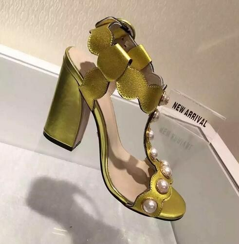 ФОТО High Quality Women Shoes Hot Sale Fashion Cheap Price New Arrival Party Dress Shoes Amazing Luxury Black Gold Leather T-strap