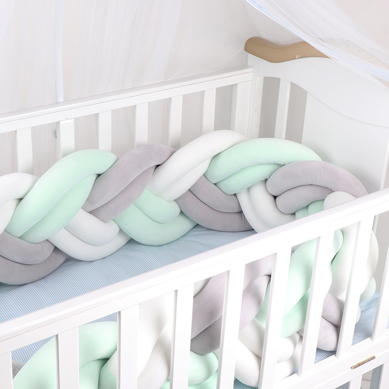 Lit bébé pare-chocs Long fait à la main tresse lit bébé pare-chocs en peluche bébé berceau protecteur oreiller coussin dans le décor de la chambre de berceau