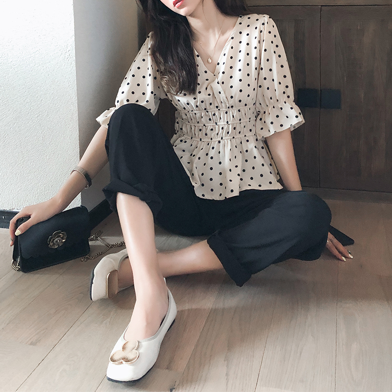 Mishow 2019 Summer New Casual Slim Fit 3/4 Length Sleeve V-neck Black Dots Print Pleated High Waist Tops Women Blouse MX19B4422