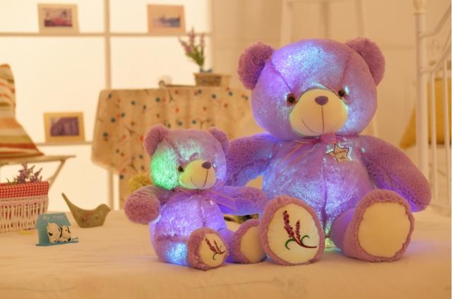 Nueva Reproducción de Música Luminosa Lavanda Oso de Peluche de Juguete LED Light-Up Resplandor Púrpura de Peluche Muñeco de Peluche Almohada de Color Automático rotación de Regalo