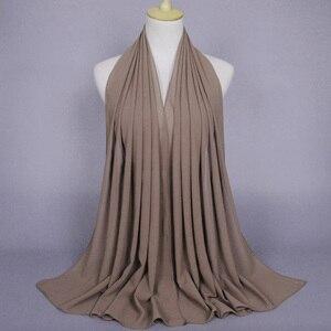 Image 4 - 50 Stks/partij Vrouwen Vlakte Bubble Chiffon Hijab Sjaal Effen Kleur Sjaal Hoofdband Islamitische Moslim Hijab Merk Zwarte Lange Sjaal/sjaals