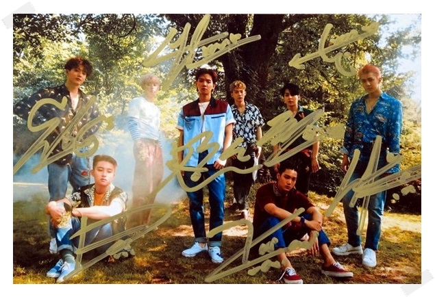 signed EXO THE WAR autographed  original group photo  6 inches free shipping 082017 B уэллс г война миров the war of the worlds