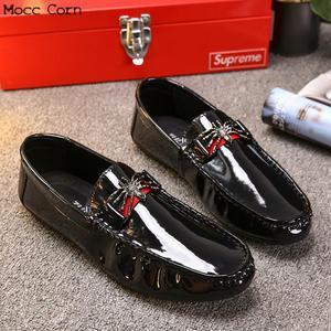 Image 4 - モカシンローファー男性春フラッツカジュアル革の靴通気性モカシンオムの高級ブランド英国の運転靴