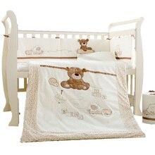 9 peças de Algodão Do Bebê Berço Cama Berço Cama Conjunto de Recém nascidos de Desenhos Animados Urso Destacável Colcha Travesseiro 4 Bumpers Folha de Cama Roupa de Cama Tamanho
