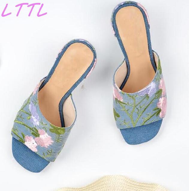 купить Summer Hot Pink/Green Embroidery Flowers Women Slip On Sandals Sexy Open Toe Ladies Chunky Heel Slides Denim Sandals по цене 4198.77 рублей