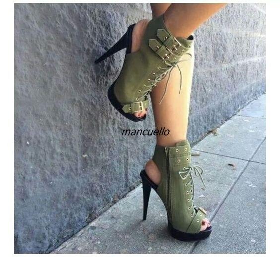 Boucles vertes à la mode décorées de sandales à plate forme fantaisie sangle croisée Peep Toe Slingback Spike talon robe sandales chaussons de mode