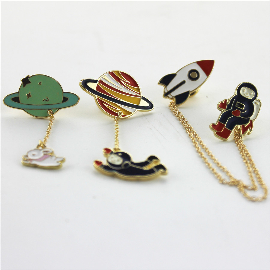 2016 Fashion Vintage Designer Enamel 3 Style Spaceman Planet Charm Costume Brooch Pins Jewelry