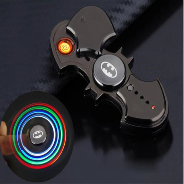 Бэтмен светодиодной вспышкой сплав Tri-блесны ручной Spinner usb-зажигалка Непоседа подарок спиннинг Игрушки