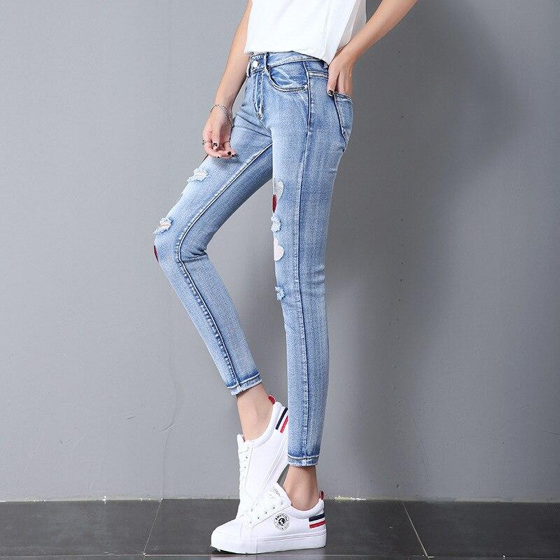 #6785 Sommer Licht Blau Denim Dünne Stickerei Liebe Loch Dünne Jeans Für Frauen Slim Fit Stretch Denim Gewaschen Sexy Push-up Jeans Klar Und Unverwechselbar