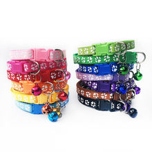 98b5fcca2b63 1 piezas Collar con Bell encantadora pequeña huella de correa ajustable de  tela de Nylon cachorro
