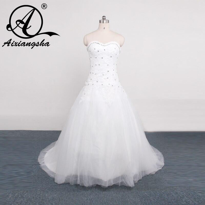 62dc4a0af تصميم جديد 2018 الديكور محكمة خط قطار حمالة الأبيض العاج فساتين زفاف بيتش