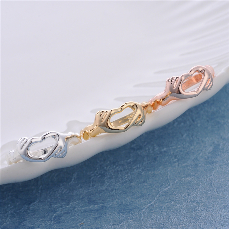 30pcs Unique Hands Heart Ring Jewelry Hand holding Heart Ring Jewelry Gold/Silver/Rose Women Jewelry Wholesale Gift For Friends