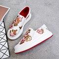 2017 otoño y el invierno nueva marca Coreana zapatos casuales estudiantes cómodo y transpirable moda hecha a mano bordados shoe