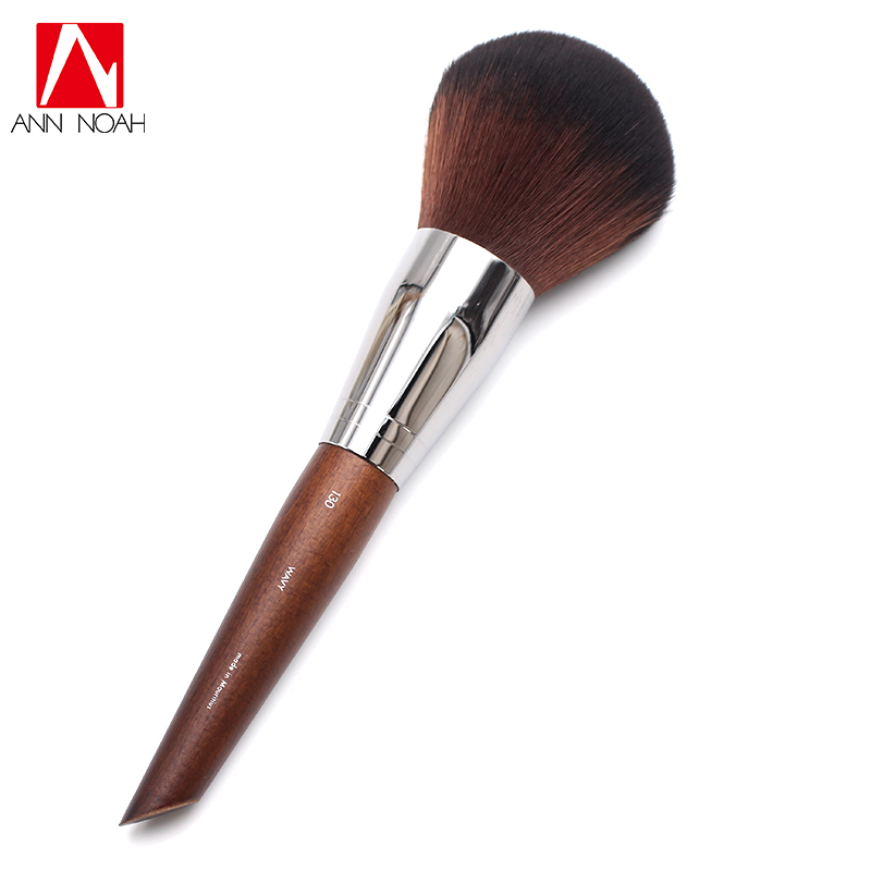 Professional Makeup Artist Long Wood Handle Classic Soft Wavy Bristle 130 Large Round Powder Brush For Face And Body new arrival make up professional brand luxury classic wood handle wavy hair lightweight no 130 large dome shaped powder brush