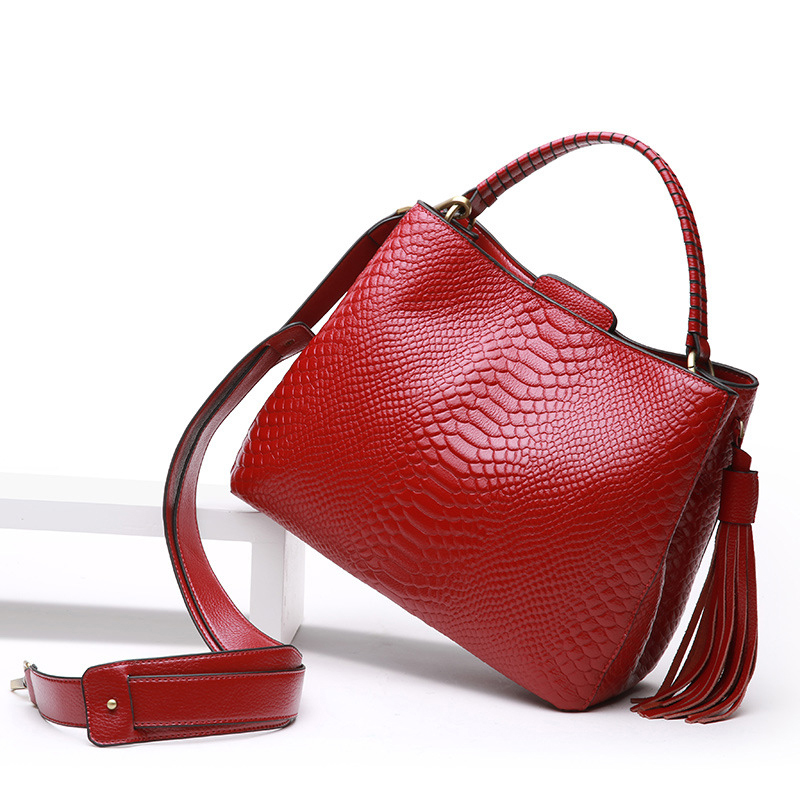 Genuine Soft leather handbag autumn winter new crocodile pattern ladies women bag portable shoulder Messenger bag female tassel 2016 autumn and winter new casual waterproof nylon shell bag soft bag portable women shouid bags dd5023