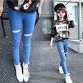 Los niños ropa de primavera y otoño nuevos pantalones vaqueros de las muchachas pantalones casuales niños pantalones vaqueros del agujero rotos pantalones niñas pantalones causa